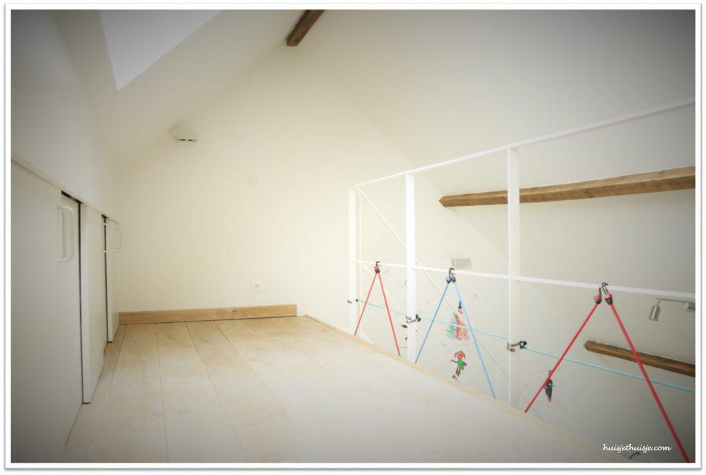 Loft - boysroom - railing - bungee cords