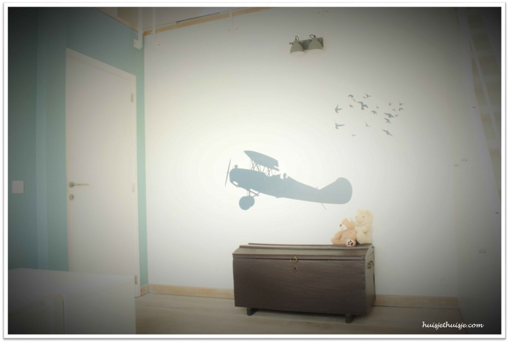 Loft - boysroom - theme - planes - retro - industrial - build in wardrobe