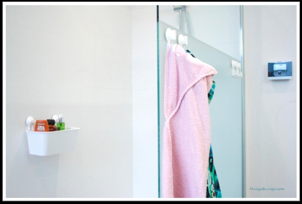 Stugvik hooks shower cabine