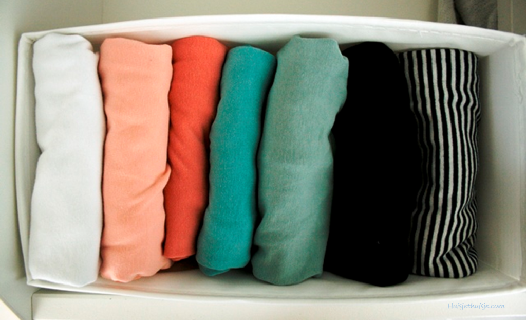 Huisjethuisje.com - KonMari - folding - clothes - organizing wardrobe